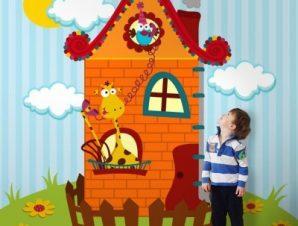 Καμηλοπάρδαλη σε σπιτάκι Παιδικά Ταπετσαρίες Τοίχου 100 x 100 cm